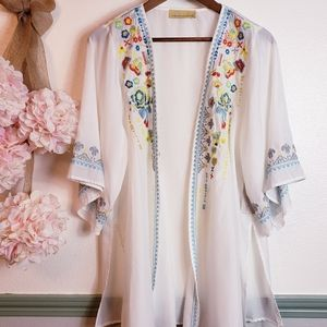 HOW VERY LOVED Vacay Embroidered NWT Kimono Sz M